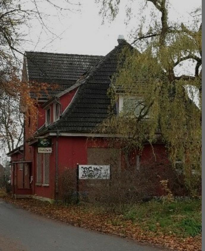 Das alte Bahnhofsgebäude soll abgerissen werden