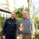 Referent Jörg Mangelmann mit Dr. Eckhard Johannes vom Seniorenbeirat