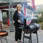 Monika Böhnert löste ihren Mann am Grill ab