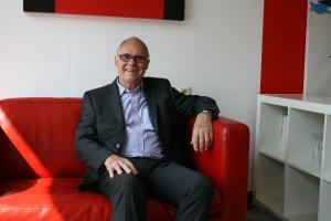 Bürgermeister Rolf Lammert (CDU) nahm im Roten Sessel der Dorfgeflüster-Redaktion Platz.