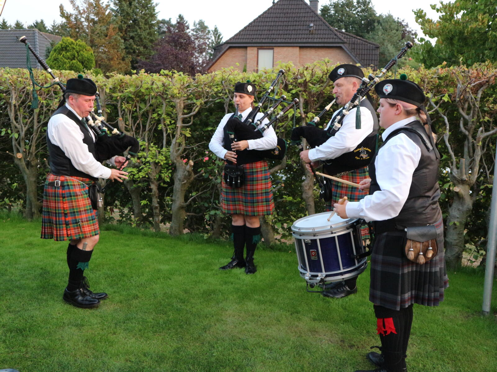 """The Hamburg Caledonian Pipe and Drums"" treten im Vorprogramm auf."