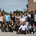 In großer Runde picknickten die Helfer gemeinsam auf dem Kirchplatz in Hasloh.