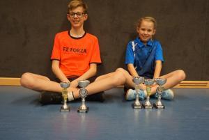 Julian Schütt und seine Schwester Monique holten allein und im Doppel fünf Pokale für den SV Rugenbergen.