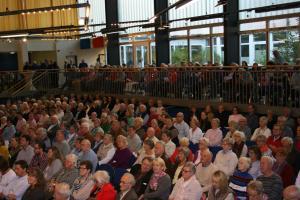 Die Aula der Gemeinschaftsschule platzte aus allen Nähten, so viele Gäste wollten dem Jahreskonzert des Chors beiwohnen.
