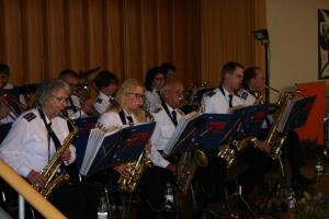 Rhythmisch und mitreißend präsentierten die Gastmusiker der Feuerwehr Garstedt ihre Instrumentalstücke.