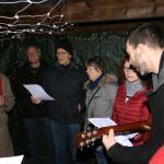 Lebendiger Adventskalender: In Hasloh startete die gesellige Adventsaktion mit Punsch und Gesang.