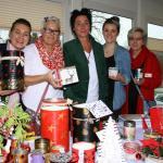 Nicole Brügge (Mitte) und ihr Team veranstalteten einen stimmungsvollen Markt für Bewohner und Gäste.